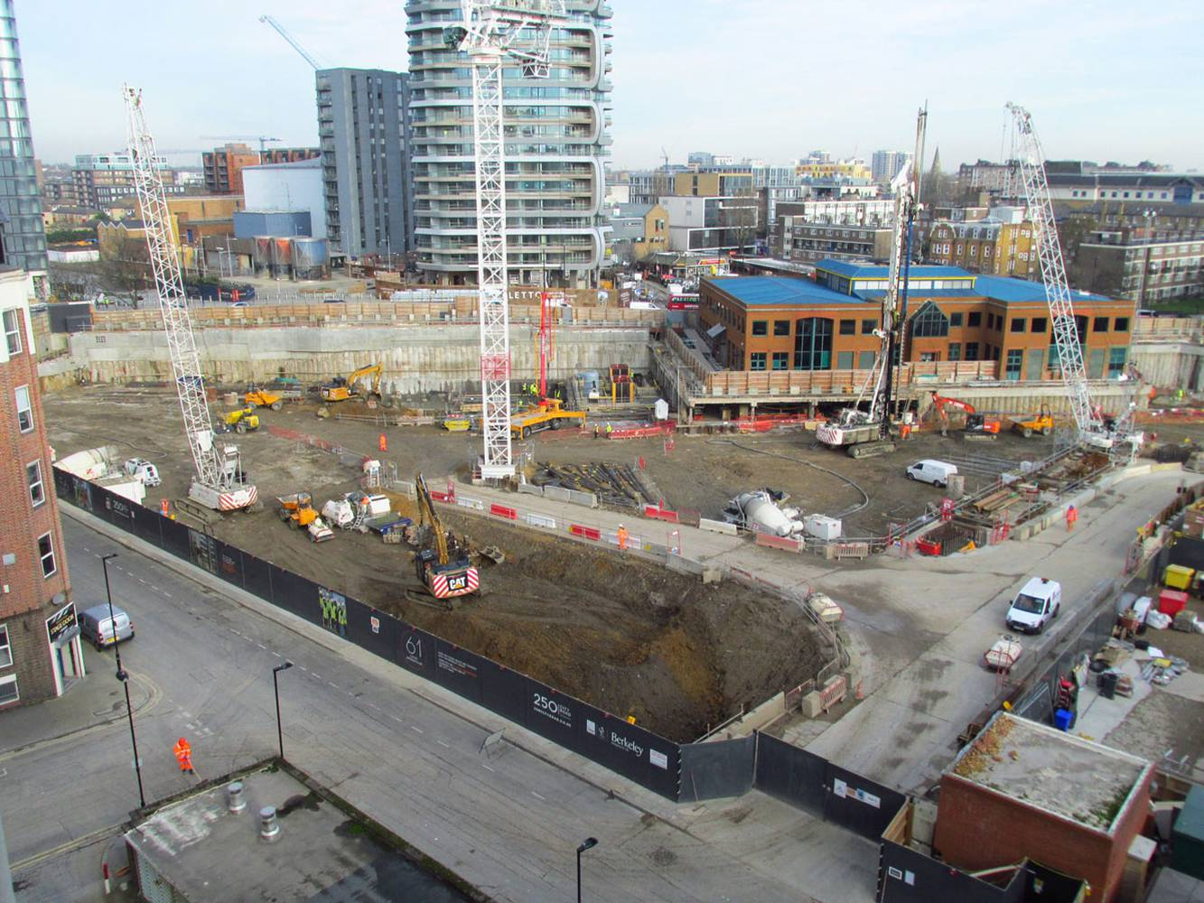 <p>Image cretid David Holt. Photo of&nbsp;Berkeley Homes 250 City Road Development, in November 2015.&nbsp;</p>